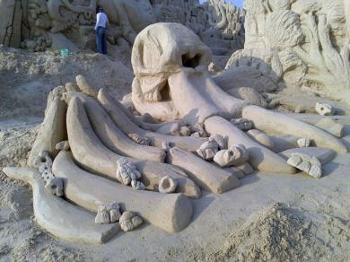 40ded950-0152-11e4-b7b5-c3a1bb9fca82_4_CATERS_Hoggard_Sand_Sculptures_05
