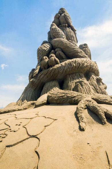 41b8e5a0-0152-11e4-aa8e-6b550462fbf1_7_CATERS_Hoggard_Sand_Sculptures_08